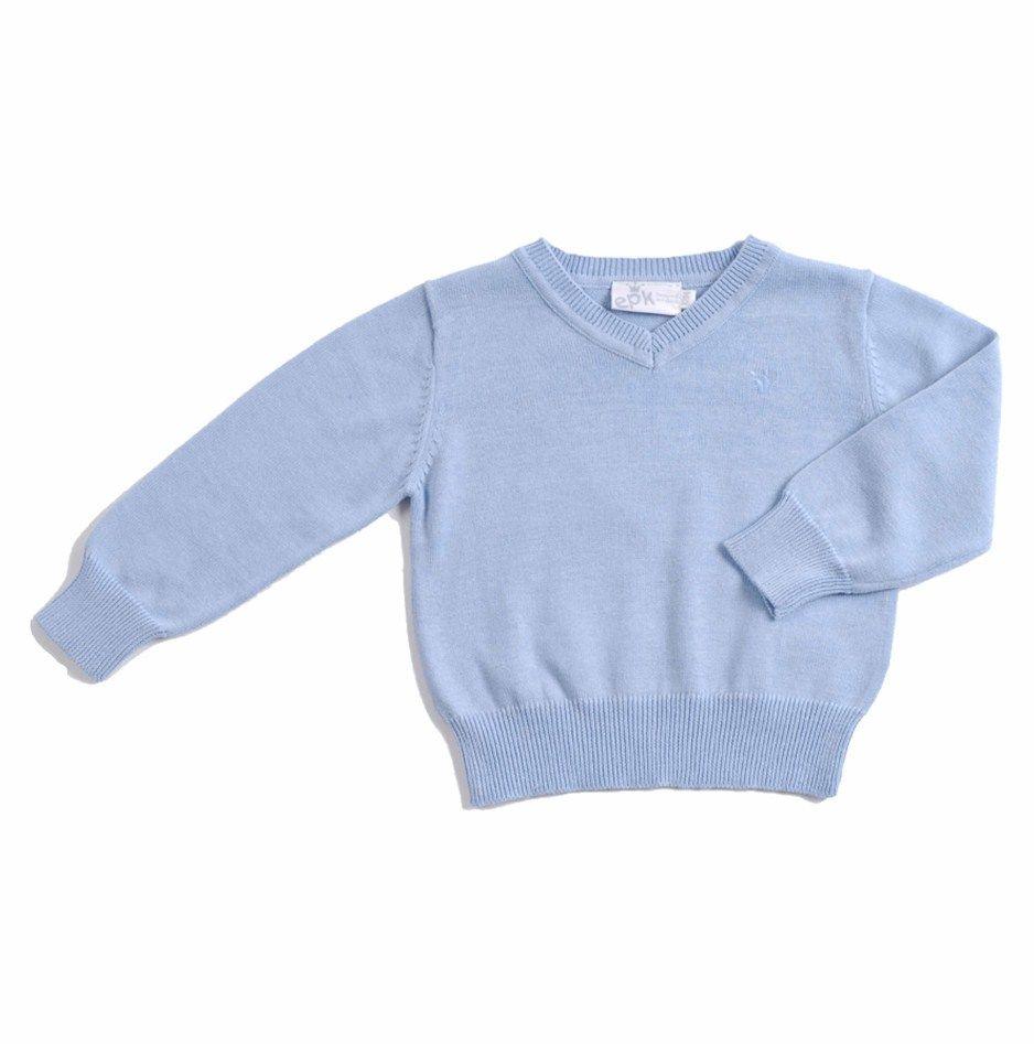 """Sweater tipo """"Pullover"""" para bebe niño, tejido en algodón 100%, con textura similar al cashmere, en color azul claro. Cuello en """"V"""" y mangas largas. Del lado superior izquierdo, la coronita de EPK en azul claro."""