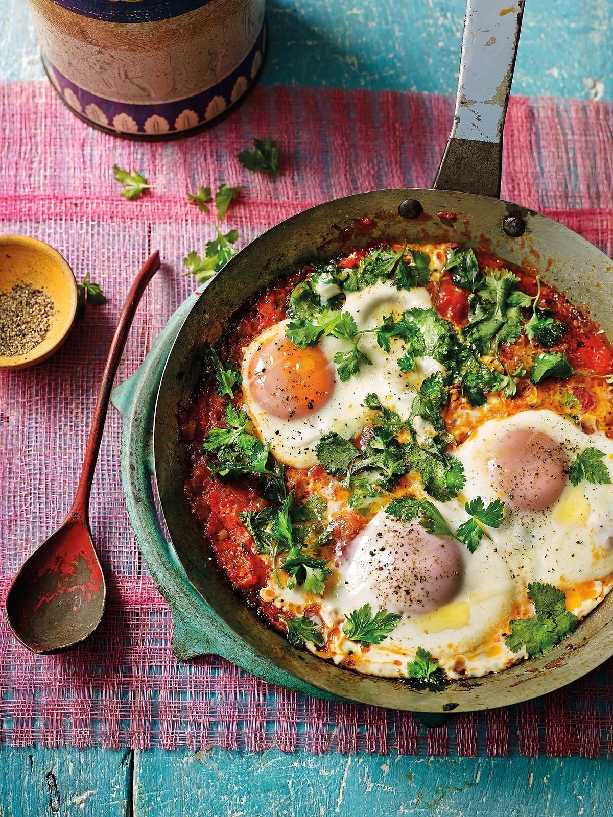 Watch José Pizarro's Baked Eggs With Jamon, Peas And Tomatoes Recipe video