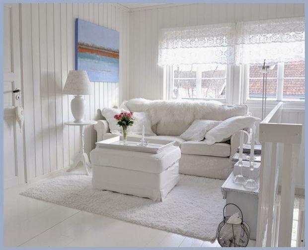 Wohnzimmer einrichten weiße Möbel Beistelltisch Gemälde blau - wohnzimmer romantisch einrichten