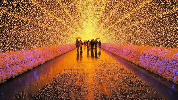 Festival de luzes no jardim botânico Nabana no Sato, no Japão. Incrível!!!