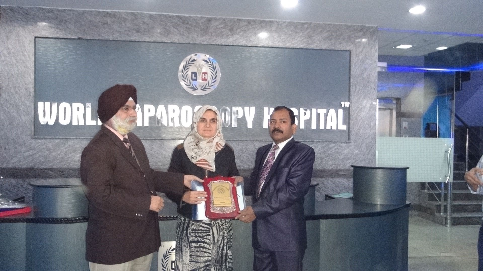Dr. Nasreen Abdulghfor Sh. M. Amin receiving certificate of Fellowship in minimal access Surgery at World Laparoscopy Hospital. For more detail please log on to www.laparoscopyhospital.com