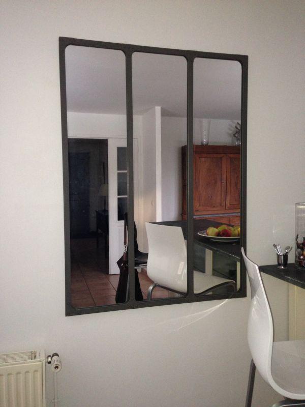 magnifique miroir d 39 atelier parfait pour agrandir la pi ce cadre miroir pinterest salons. Black Bedroom Furniture Sets. Home Design Ideas