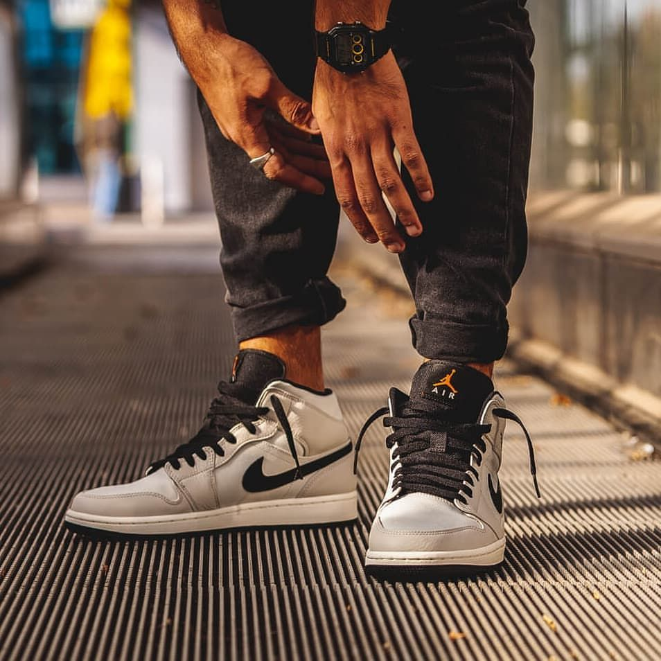 pretty nice 8f170 4e6dc Nike Air Jordan 1 MID SE
