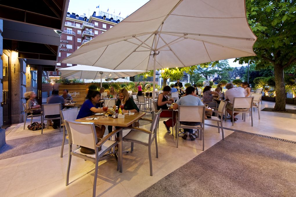 Terraza Hard Rock Cafe Right Next To Plaza Colon Patio