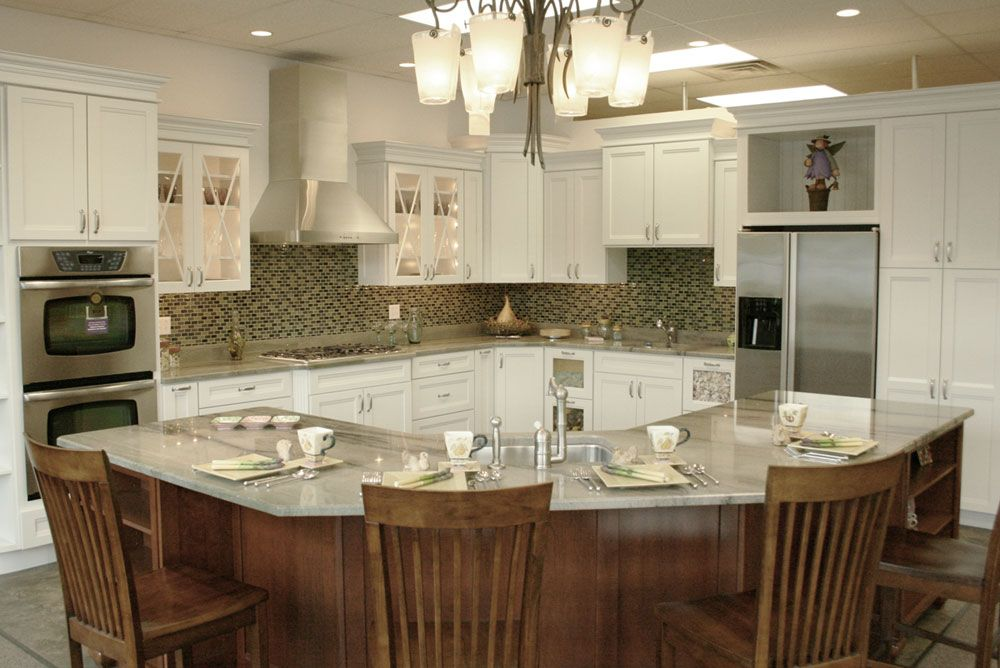 Kraftmaid Kitchen Cabinets Gallery In This Store Display We Feature Kraftmaid Cabinetry The Do Kraftmaid Kitchens Kitchen Design