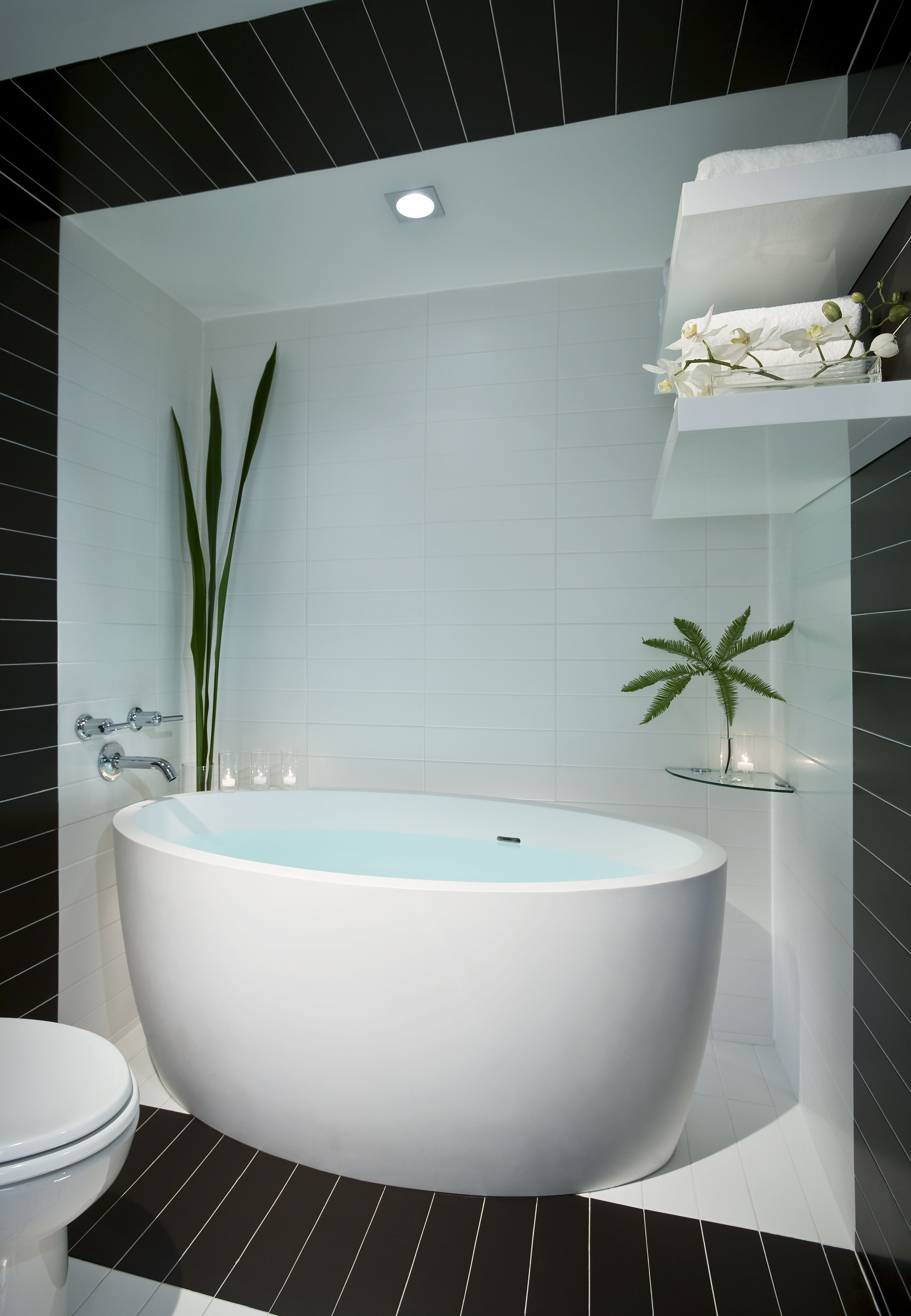 With a bathtub like this, we\'d take two baths a day. Donovan House ...