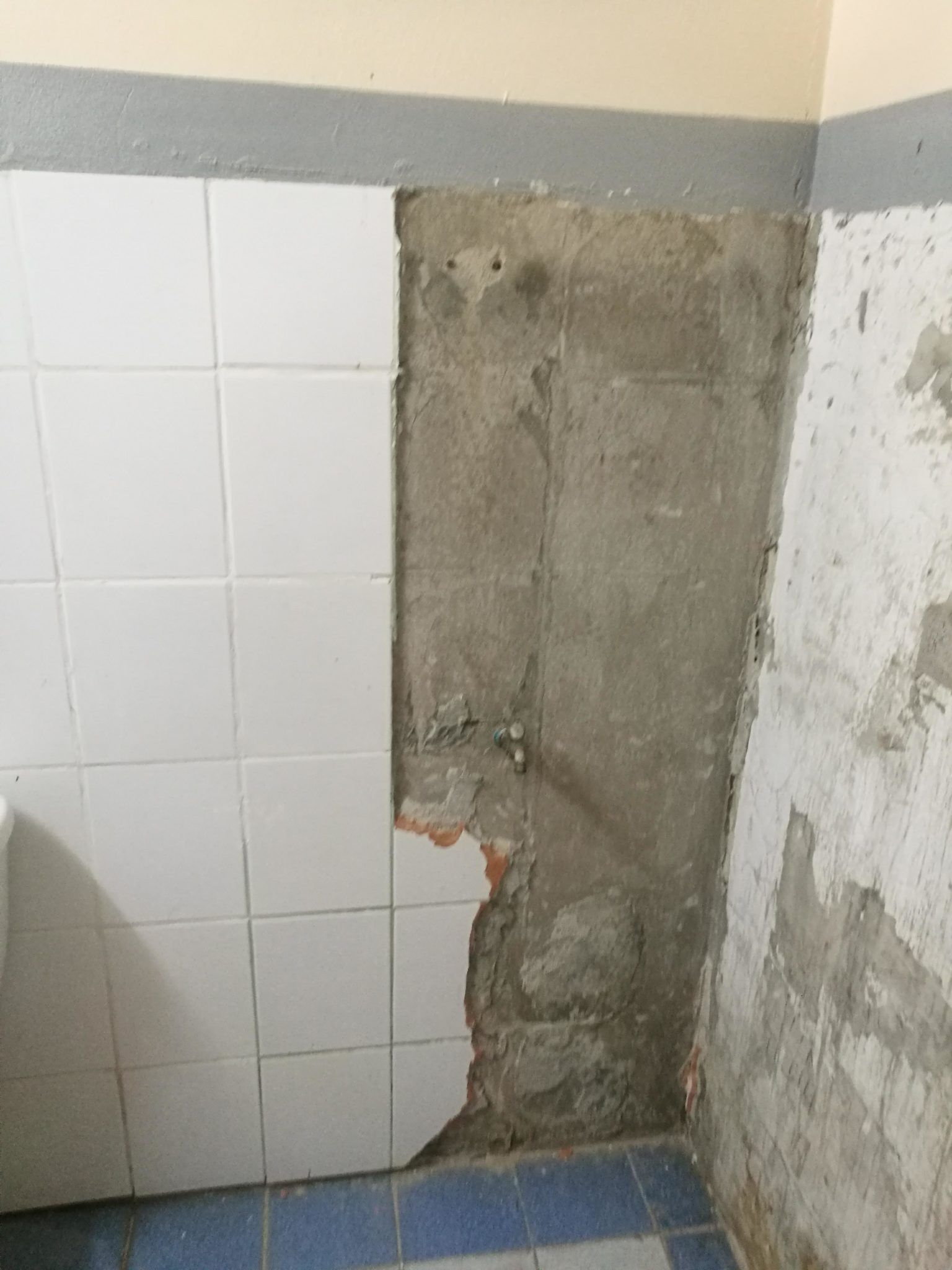 ร โนเวทห องน ำ 30 ป ด วยต วเอง ยากท ส ดค อการร อกระเบ องแผ นแรก By Phantomnot Ihome108 Shower Shower Curtain Printed Shower Curtain