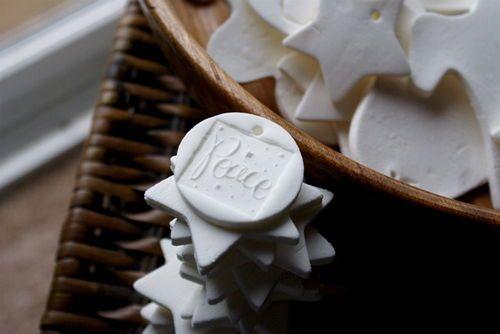 Near porcelain-like DIY clay recipe for ornaments. bakingsoda & cornstarch mix