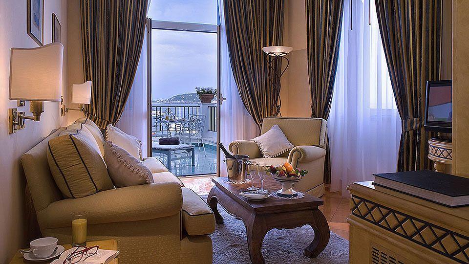 L'Hotel Miramare e Castello, ad Ischia, sul mare. Ischia, by the sea, am meer. пятизвездочный роскошный отель Искья море спа-ванны   Miramare Castello