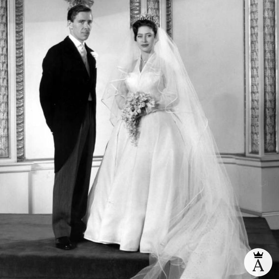 War Prinzessin Margaret Wirklich Wie In The Crown Konigliche Hochzeitskleider Prinzessin Margaret Royale Hochzeiten