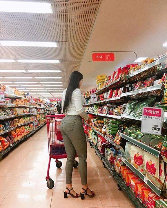 Đưa bạn gái địt bự đi shopping – Thích Ngắm Mông – Thích Ngắm Vếu