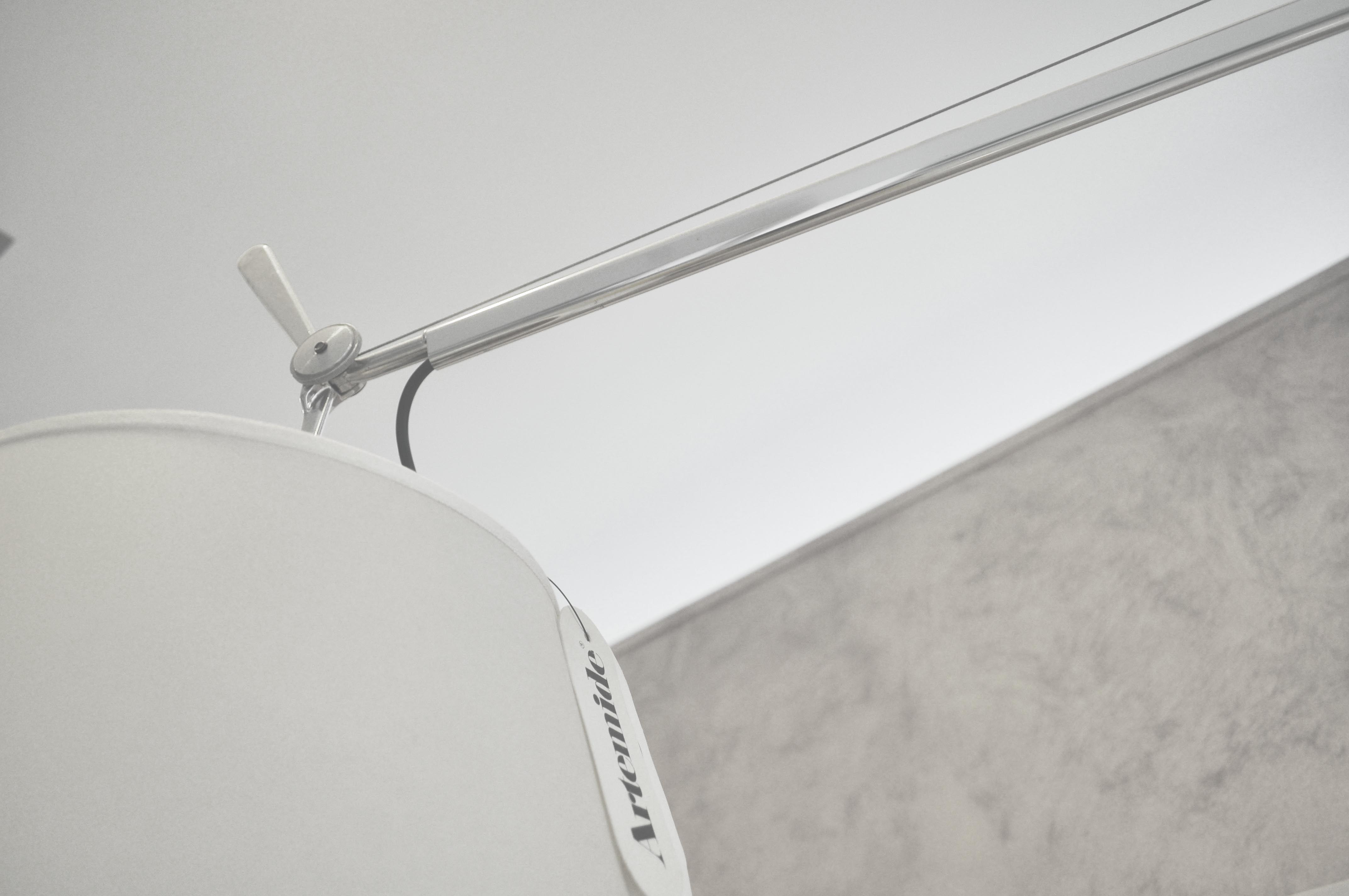 R loves design dettaglio della lampada tolomeo artemide by