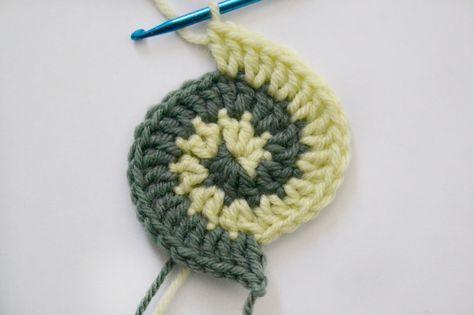 Crochet básico de libre forma tejido con dos colores