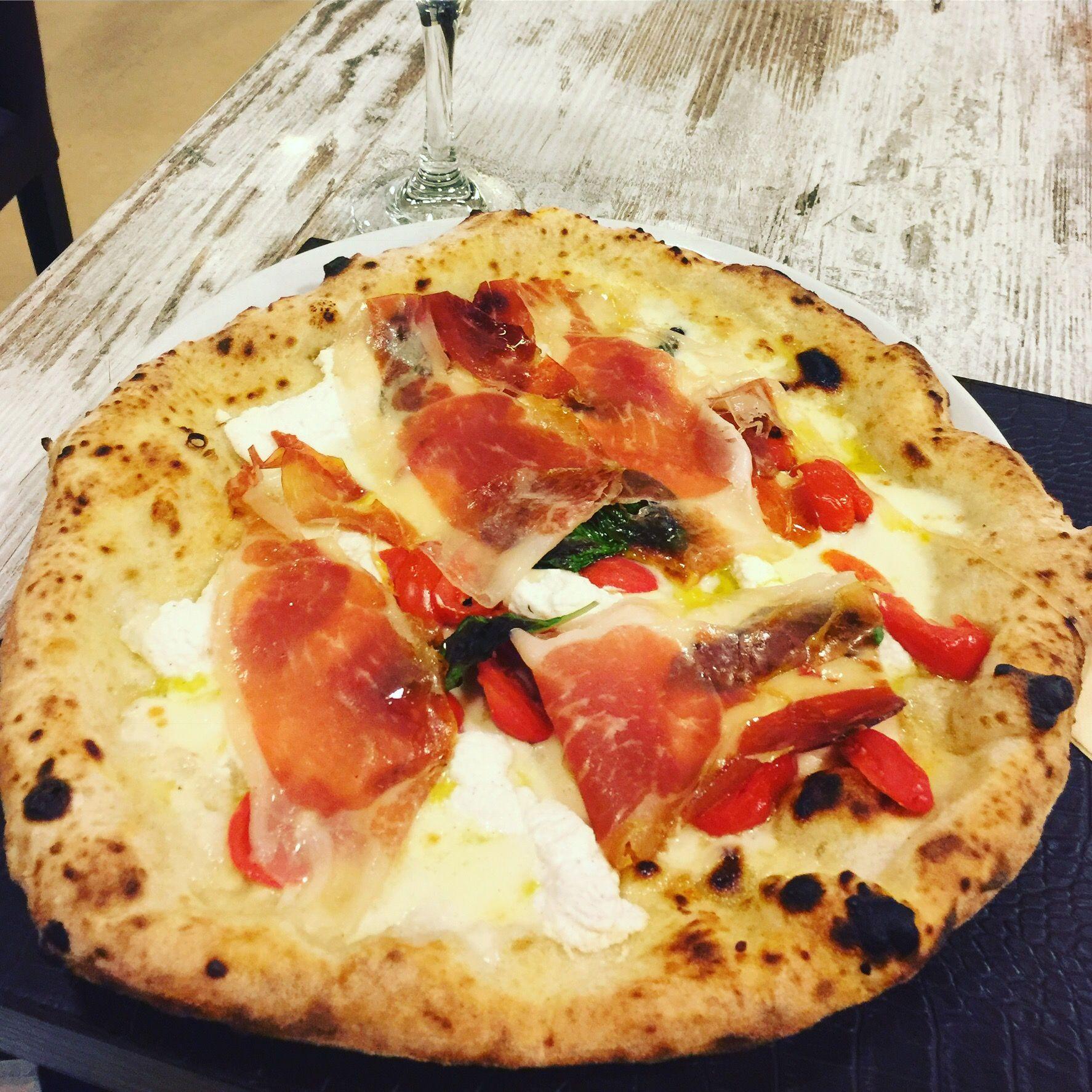 Delicious Mozzarella pomodorino pachino, ricotta, crudo di Parma Pizza--Pizzería Caputo Milan Italy