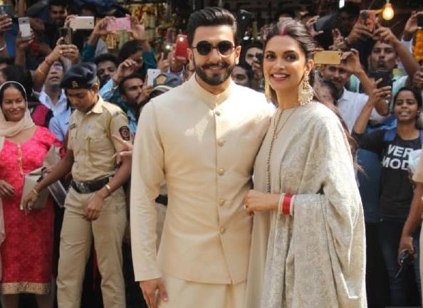 Deepika And Ranveer All Love Up:Visit to Siddhivinayak ...