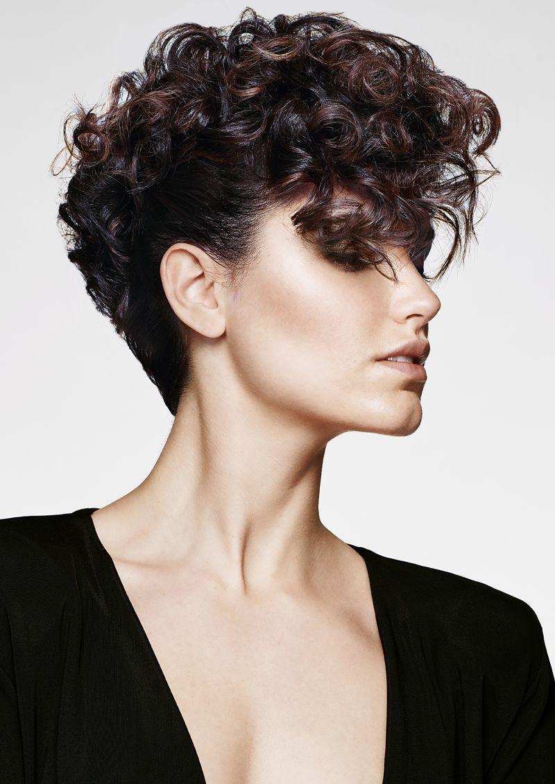I capelli ricci dell'autunno saranno deliziosamente ...