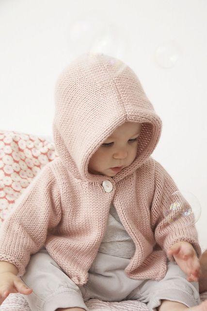 Hooded Cardigan by Debbie Bliss Modello Cardigan 45e4b6d4674b