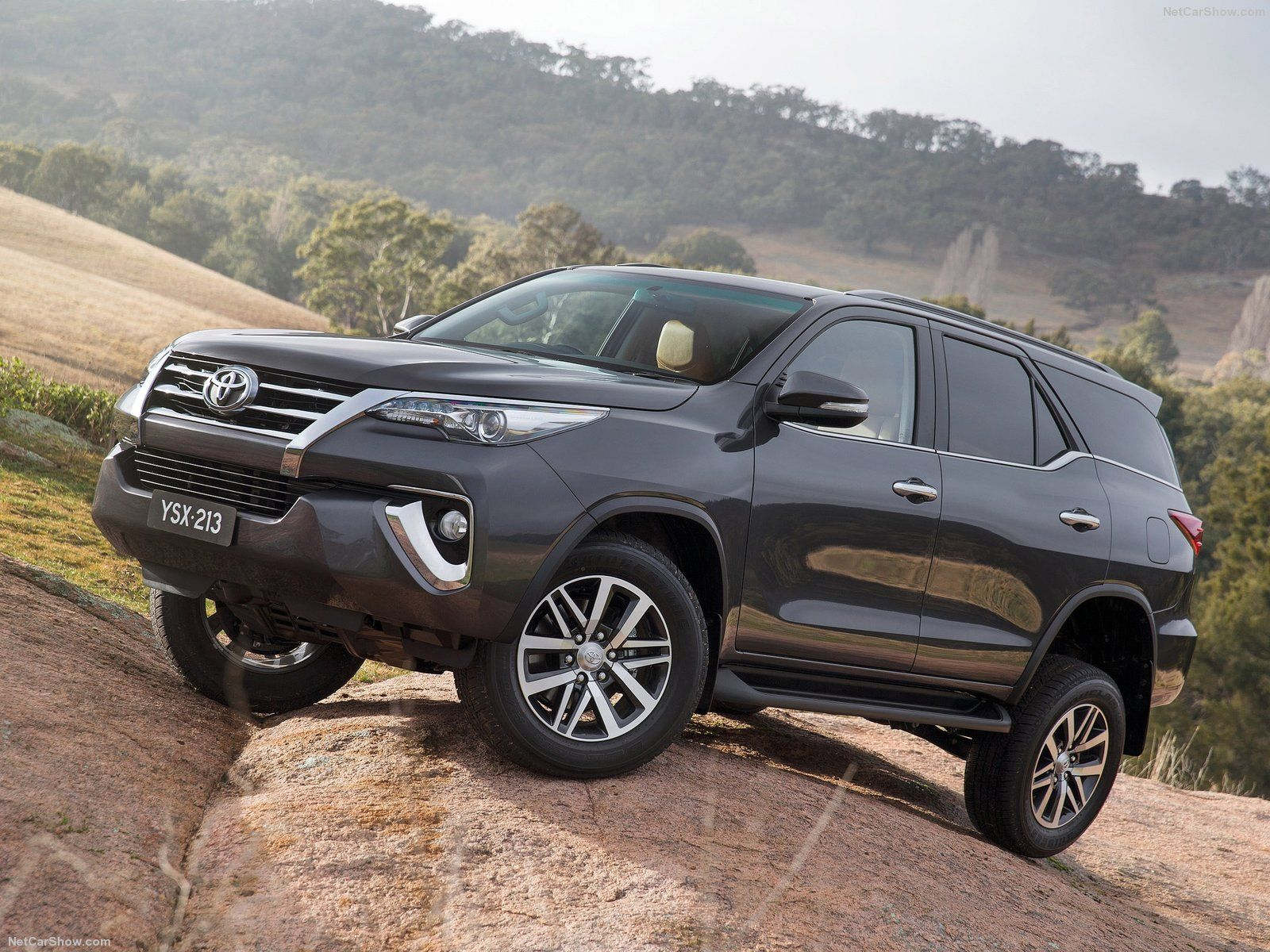 Next gen toyota innova and fortuner to skip auto expo 2016 launch