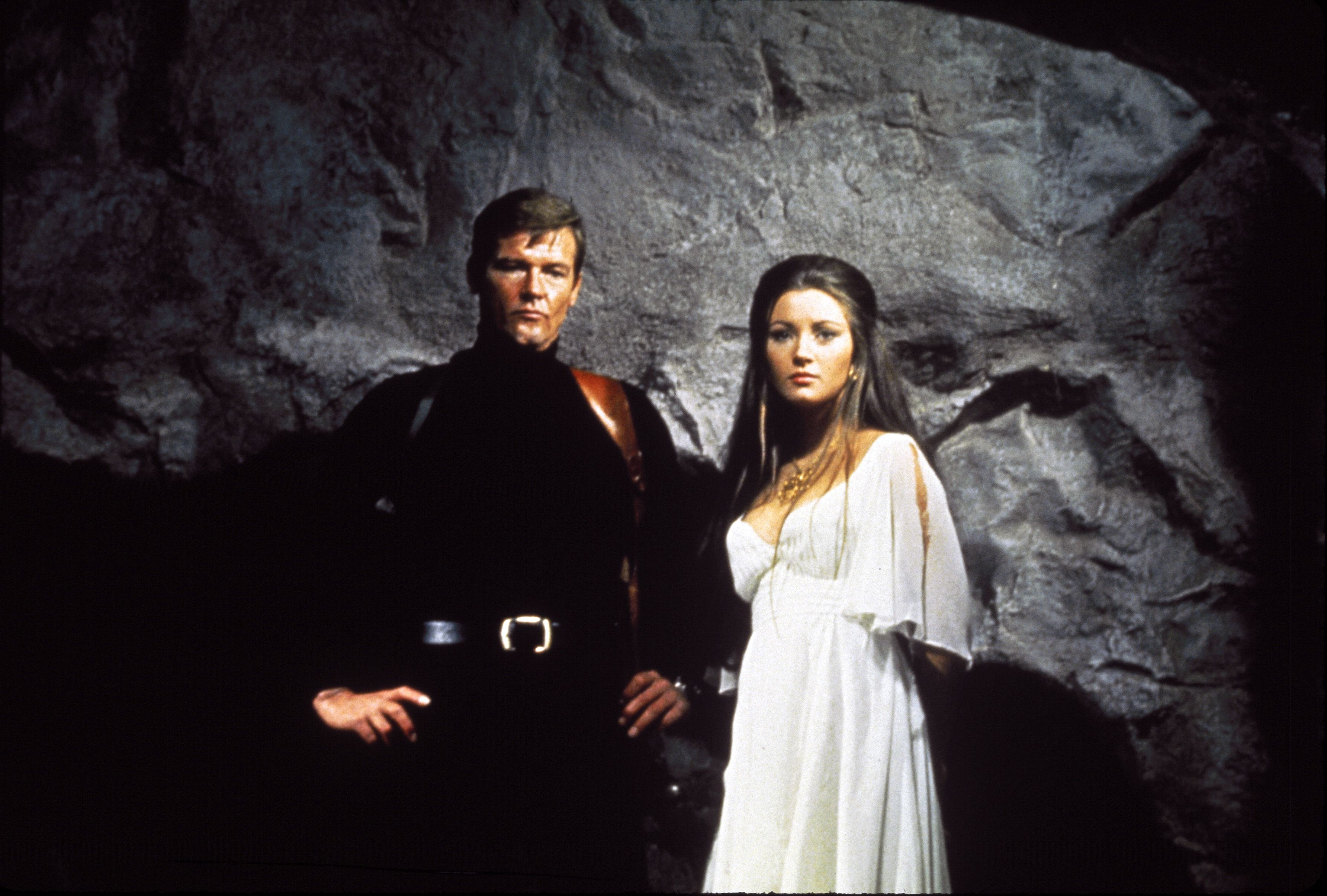 Jane Seymour And Roger Moore 3568x2411 Pixels 007 Live And