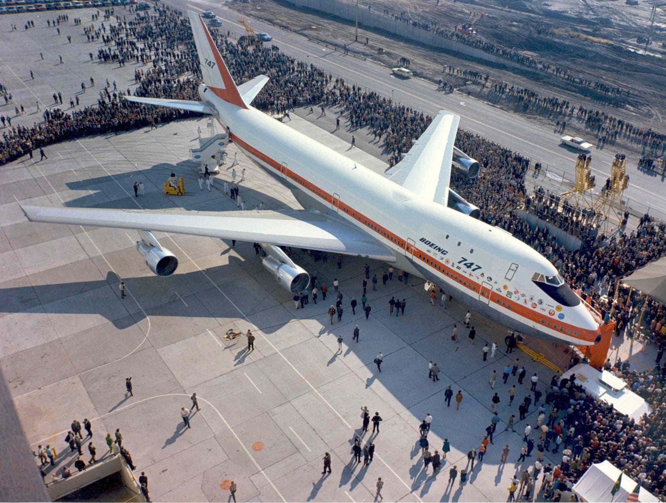 Resultado de imagen para Boeing 747 rollout