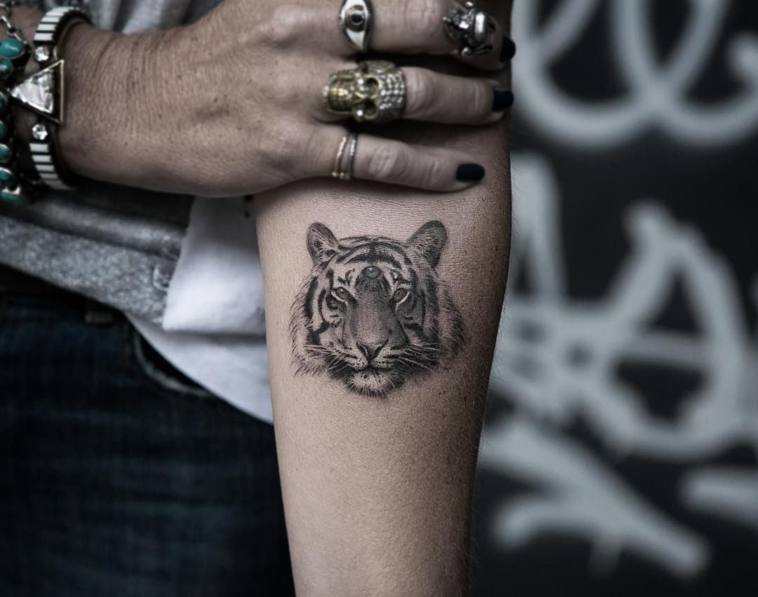 tiger tattoos meaning and design ideas head tattoos tattoo and tiger tattoo. Black Bedroom Furniture Sets. Home Design Ideas