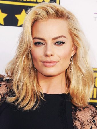 What Does Margot Robbie Look Like With Brown Hair Find Out Margot Robbie Hair Lob Haircut Lob Hairstyle