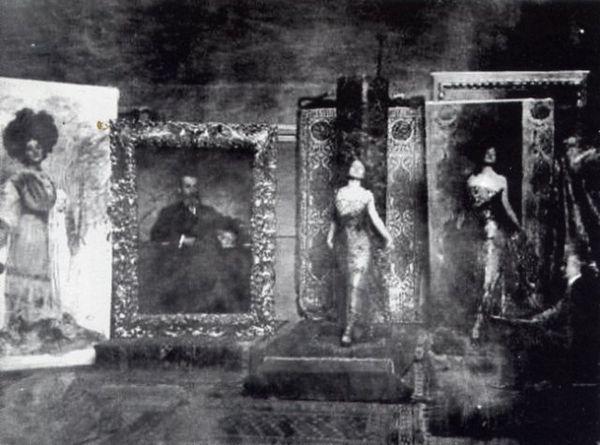 """""""Nello studio del pittore"""". Foto scattata da Emilio Sommariva, 1911.Da sinistra, ritratto di Lina Cavalieri e  dell' editore Ettore Baldini...."""