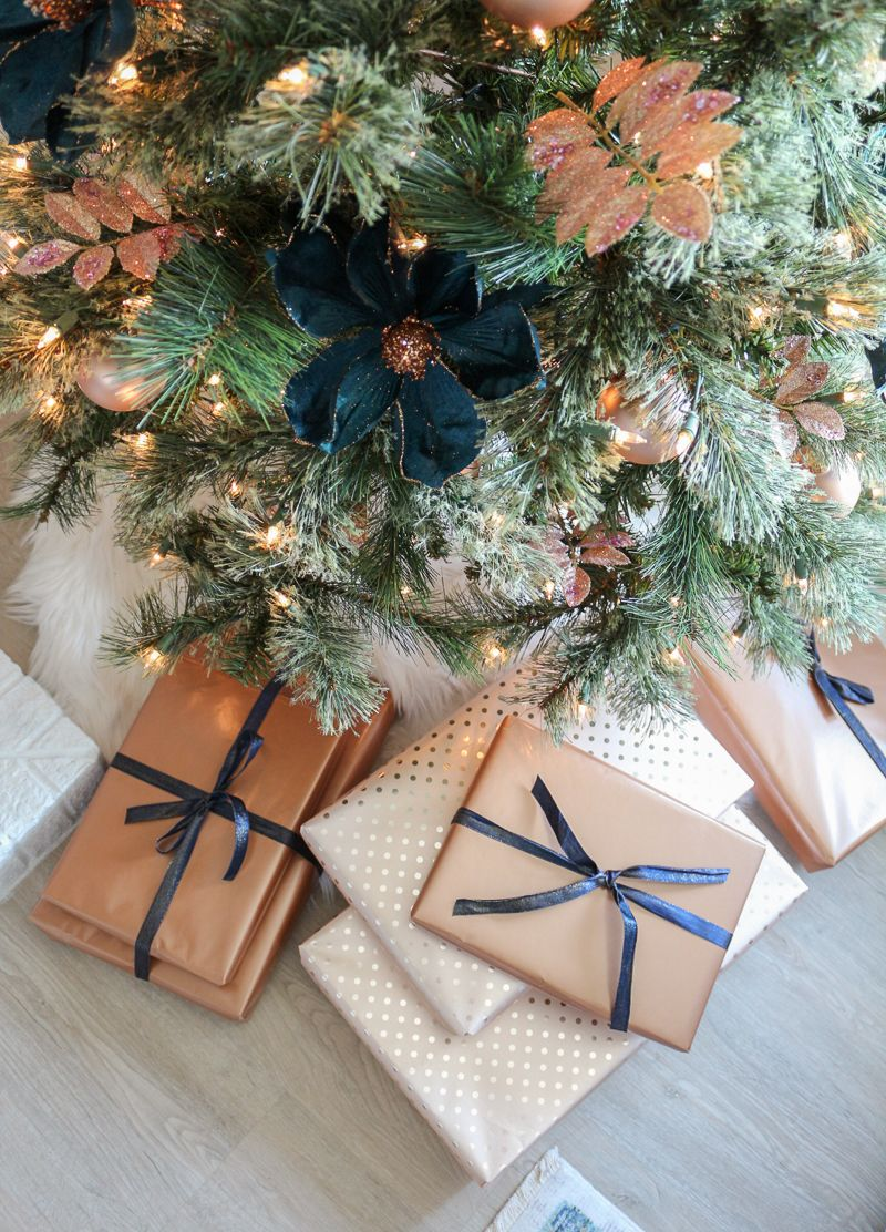 Best Modern Farmhouse Christmas Living Room With Navy Copper 400 x 300