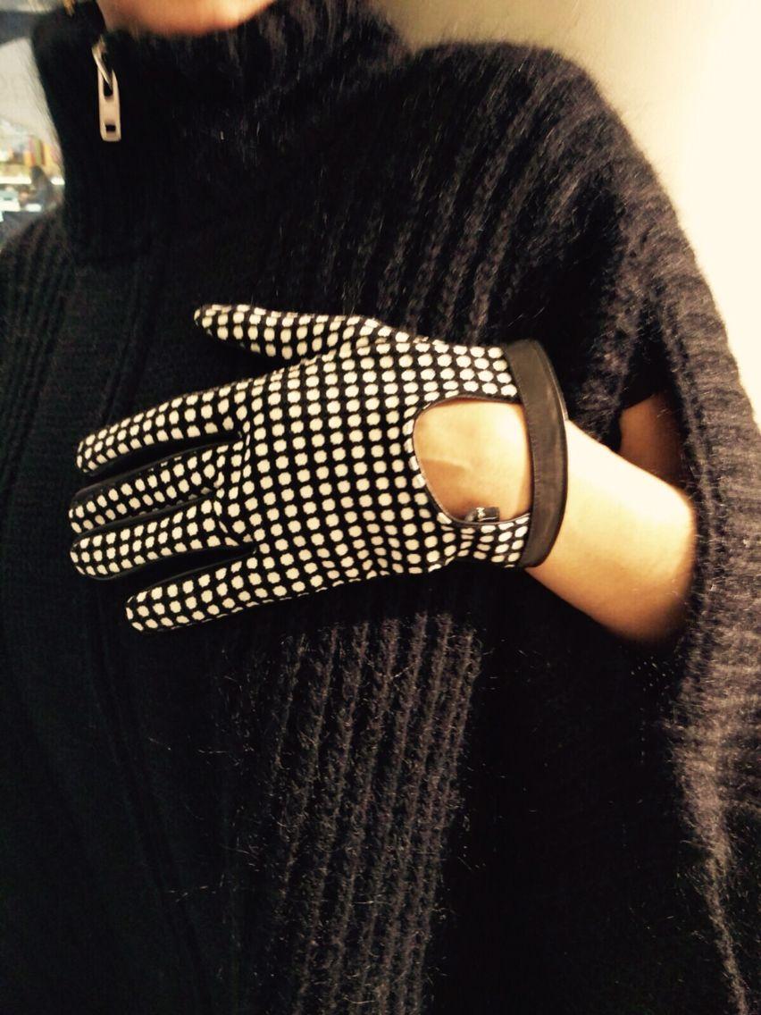 Mondays are not very kind - Luis Buchinho gloves, 30% off - #clerigosin #opticalconceptstore #passeiodosclerigos #baixaporto #porto #compras #shopping #saldos #sale #luisbuchinho #madeinportugal #portuguesedesign #gloves #dots #mondays