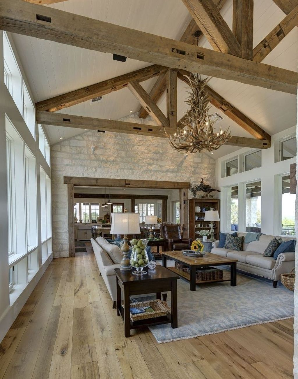 38 Elegant Old Farmhouse Design Ideas To Get Classic