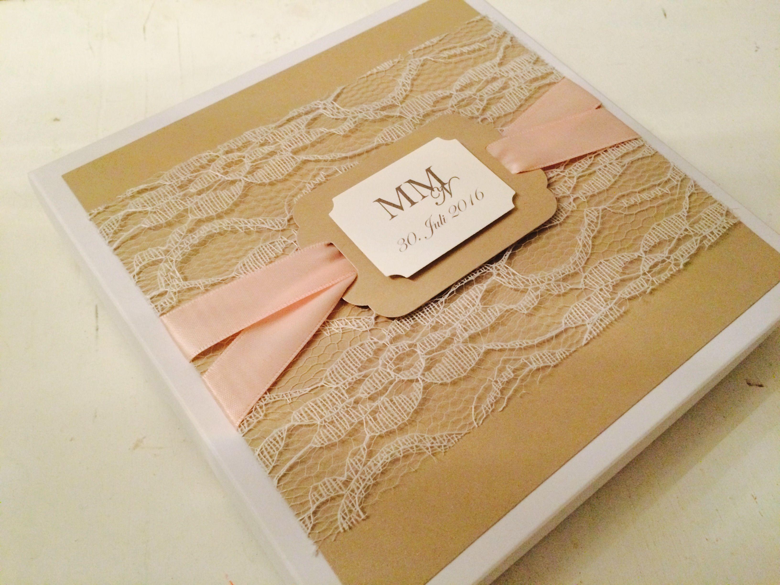 Handgertigte Einladung Zur Hochzeit, Einladung In Einer Edlen Schachtel,  Spitze, Glanzpapier, Monogramm