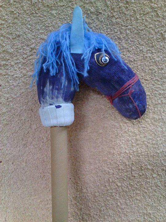 marionnette en forme de cheval faite avec une chaussette marionnettes pinterest. Black Bedroom Furniture Sets. Home Design Ideas