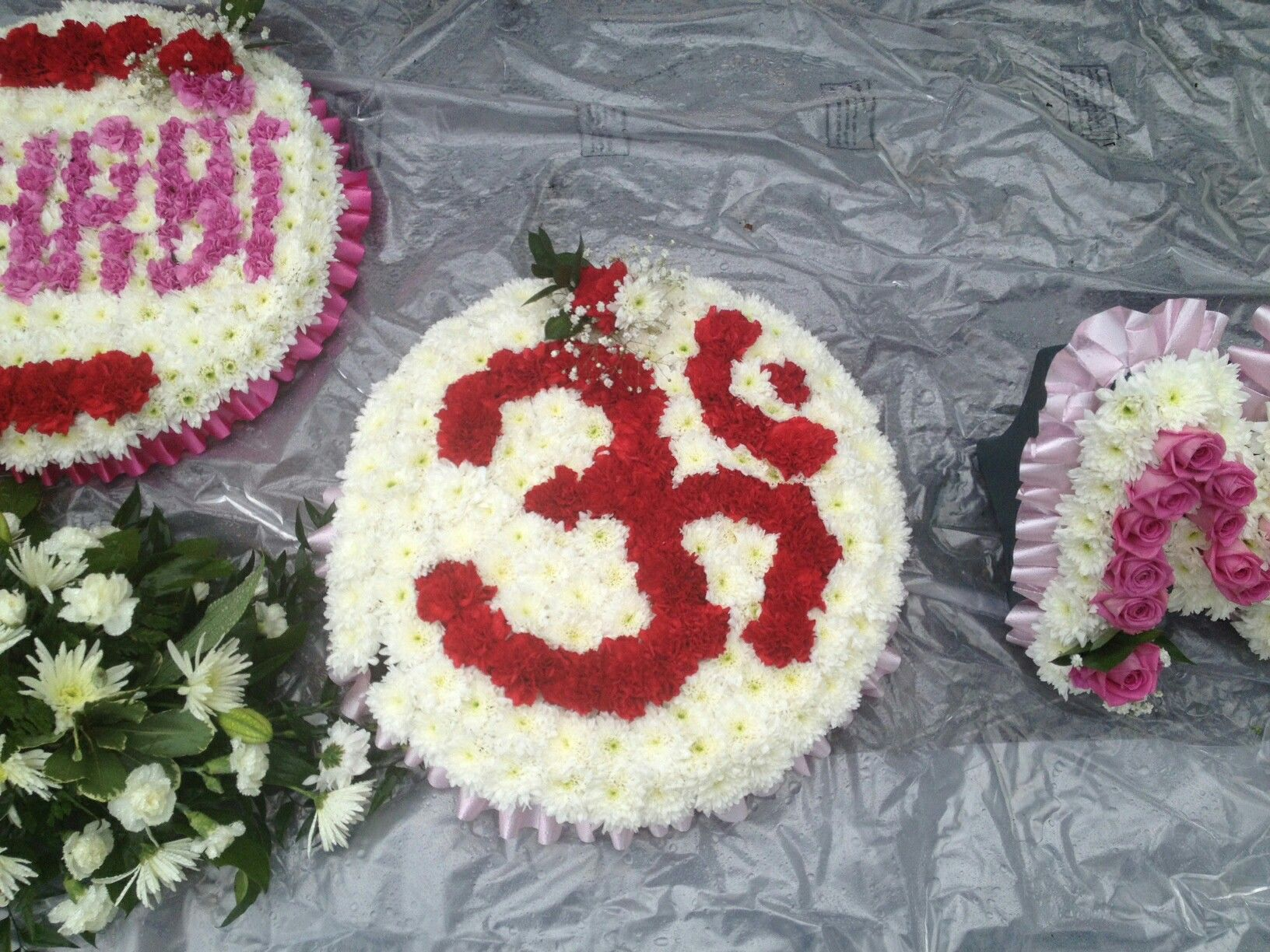 Traditional om for a funeral display heart felt funeral flowers traditional om for a funeral display izmirmasajfo Images