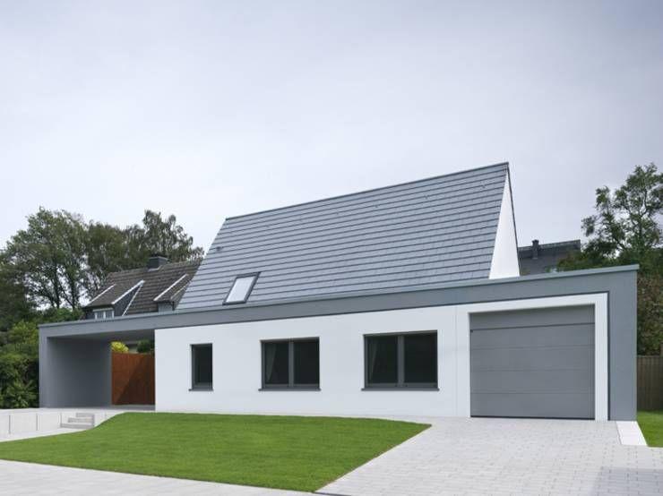 Moderne einfahrten einfamilienhaus  Raffiniertes Haus im modernen Look | Moderne häuser, Ansicht und ...