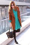 Camel con turquesa, color neutro + color brillante.