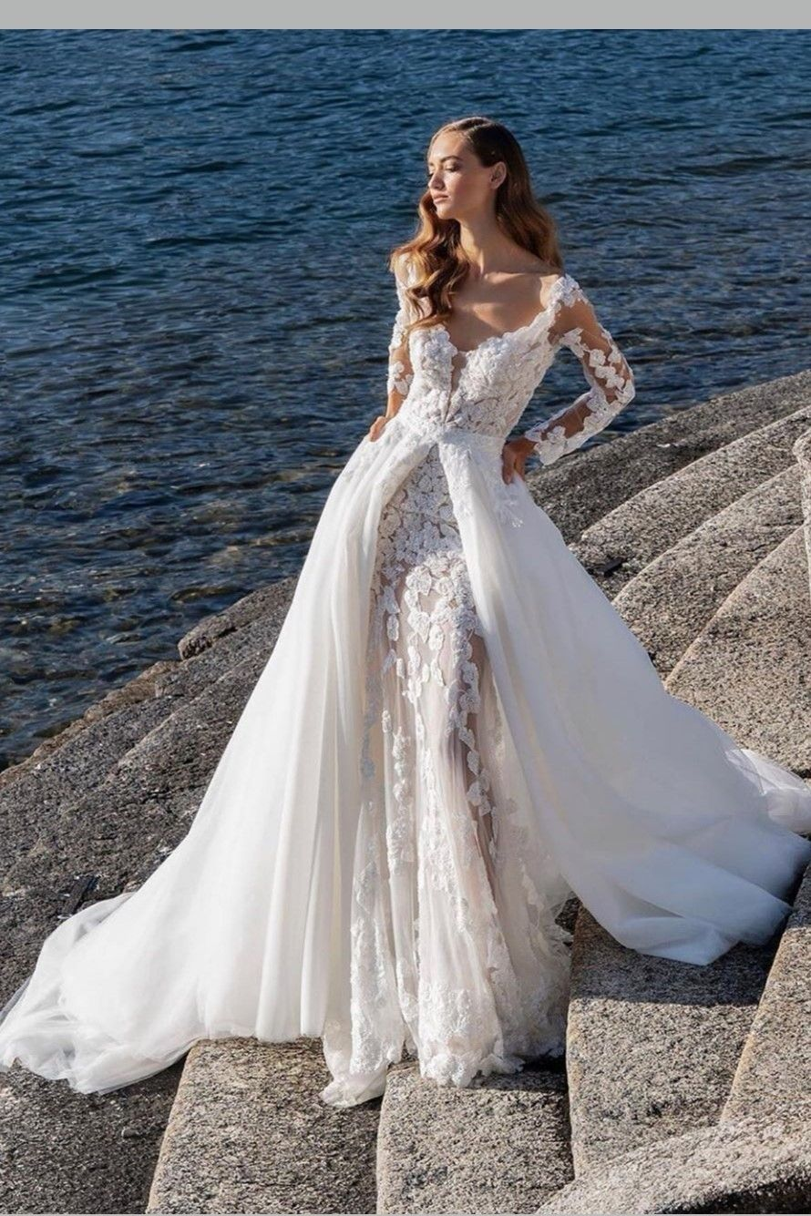Appliques lace sheath wedding dress with tulle train in