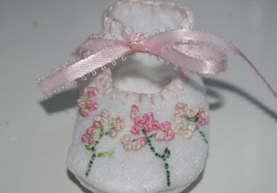 Baby booties that celebrate a precious life. The by BudandBlume