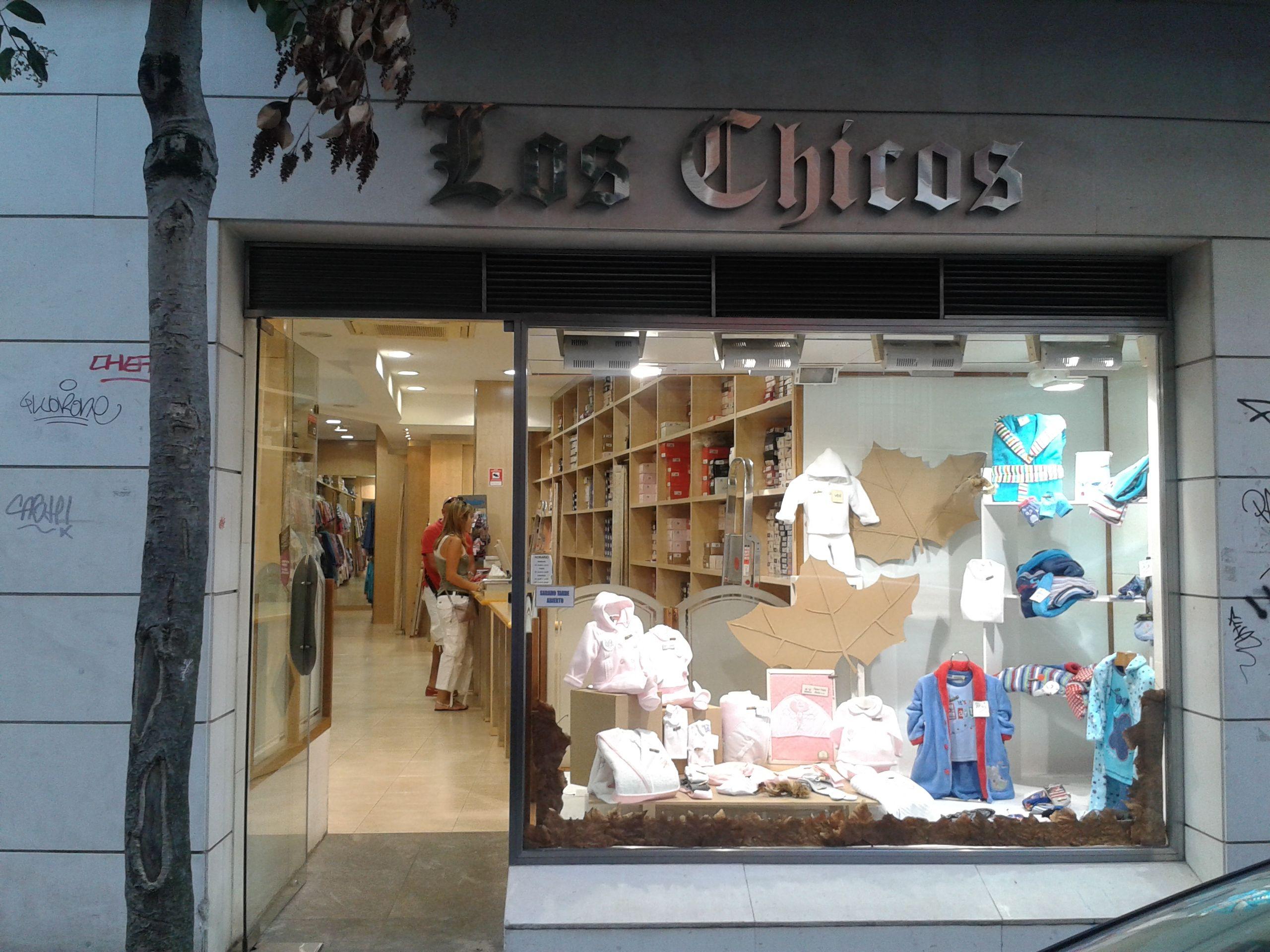 Los Chicos C Amezti 9 48991 Algorta Getxo Tel 944911639 Merceria Lenceria Getxo Getxotienepremio Getxo Campana De Navidad Navidad