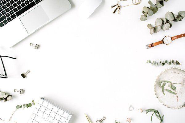 trendy feminine workspace bingkai kolase desain latar