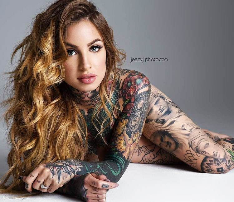 23 Trendy Hip Tattoos That Are Actually Badass: Tattoo Model Little Linda