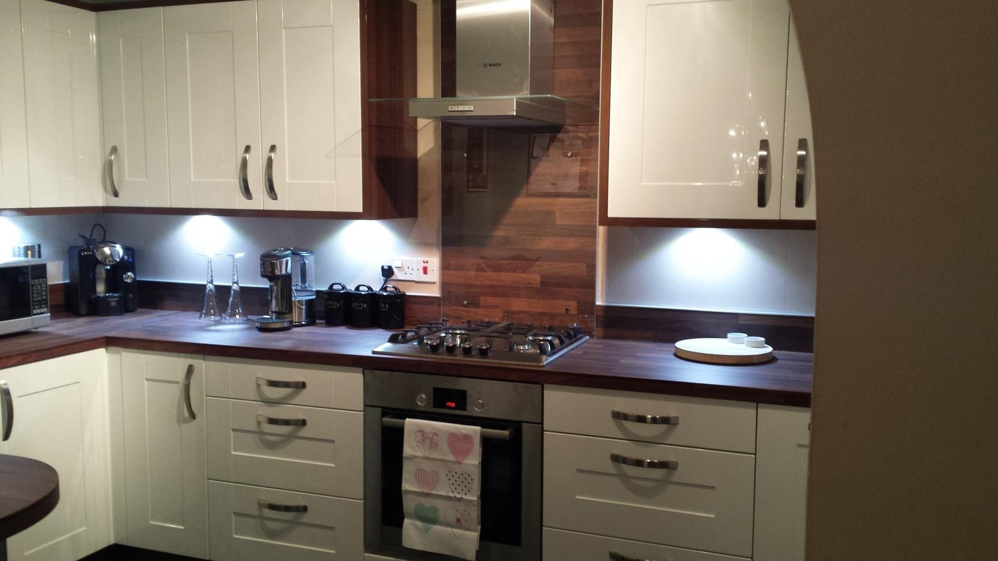 Wren Living Cream Gloss Shaker And Walnut Kitchen Very Classy