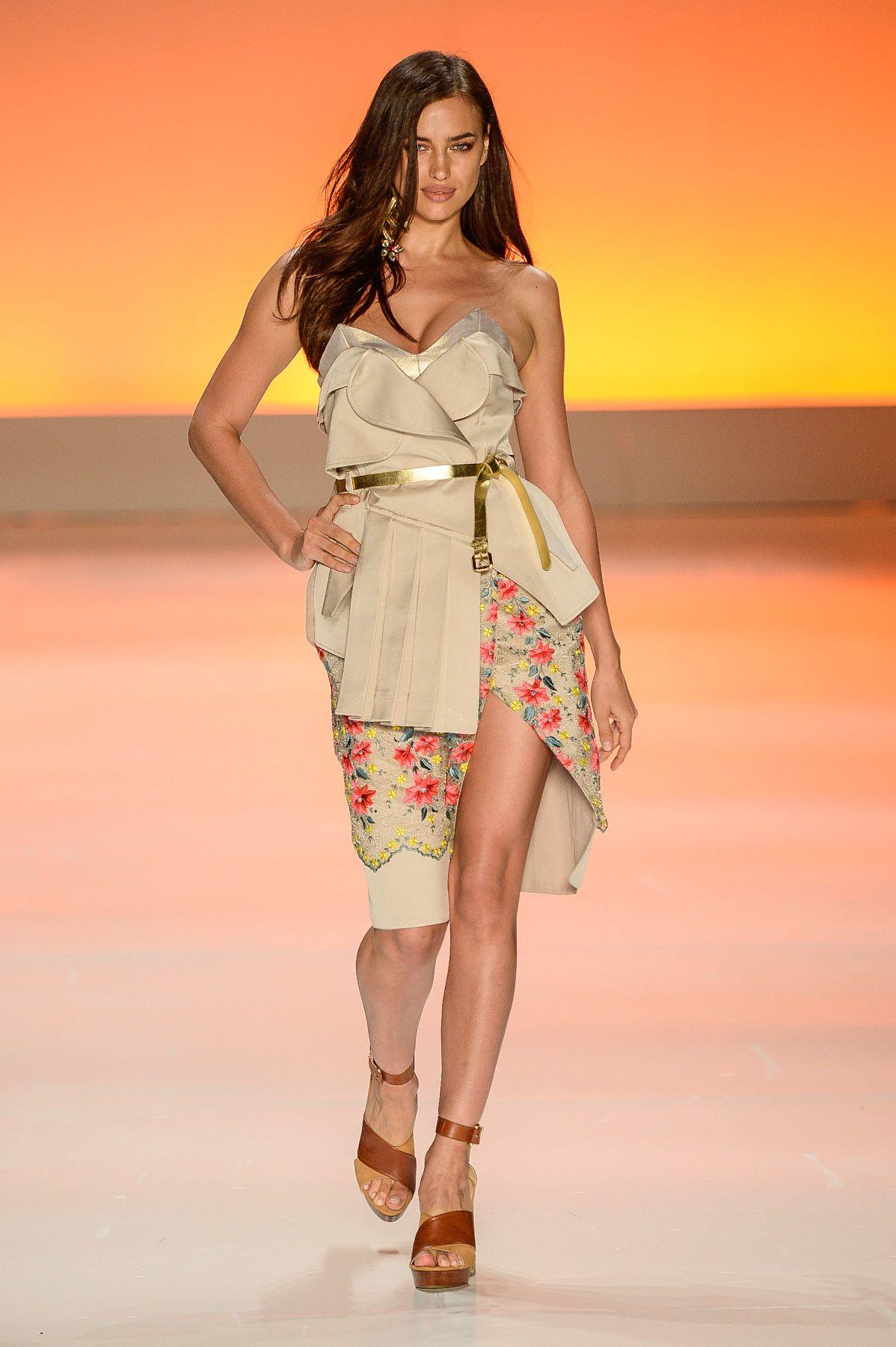 dbeb18aa1 Triton | São Paulo | Verão 2015 RTW summer fashion Irina Shayk <333 ...