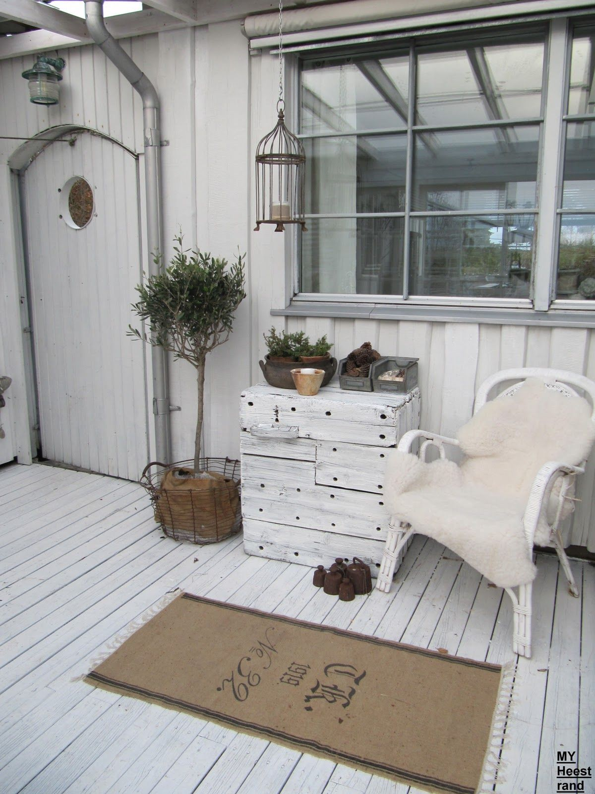 Outside Porch White Grey Black Chippy Shabby Chic Whitewashed Vintage MöbelLandhausDekorationFranzösische