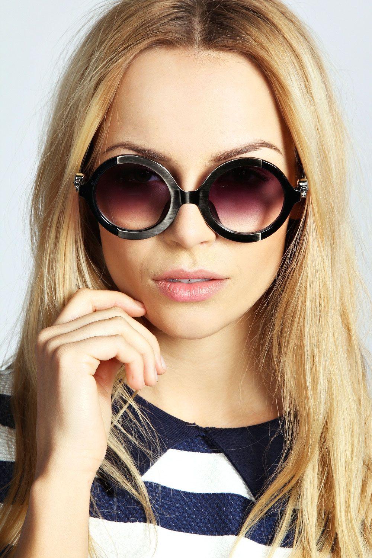 Joss Metallic Feature Round Frame Sunglasses at boohoo.com