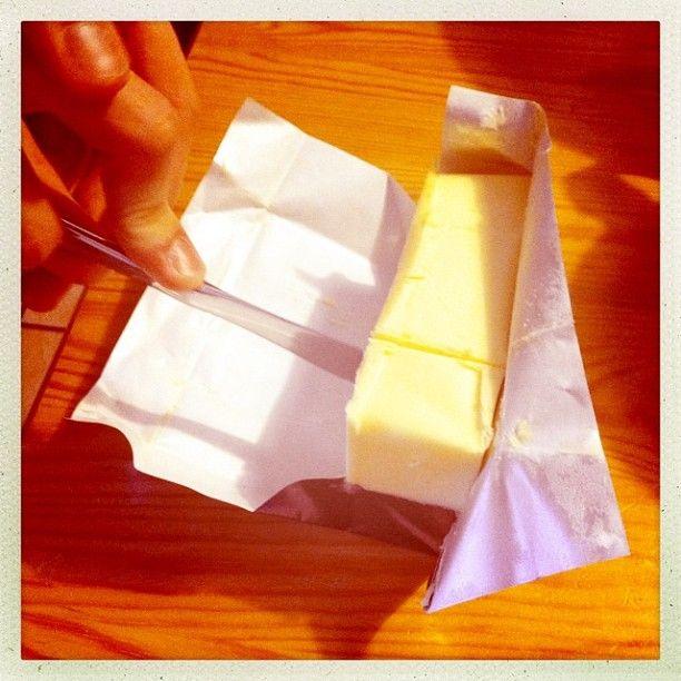 1. resepti nopea suklaakakku, yhteisleivonta Twitterissä 19.1.2013 klo 14 alkaen - laktoositonta voita 150 g sulatukseen mikroon