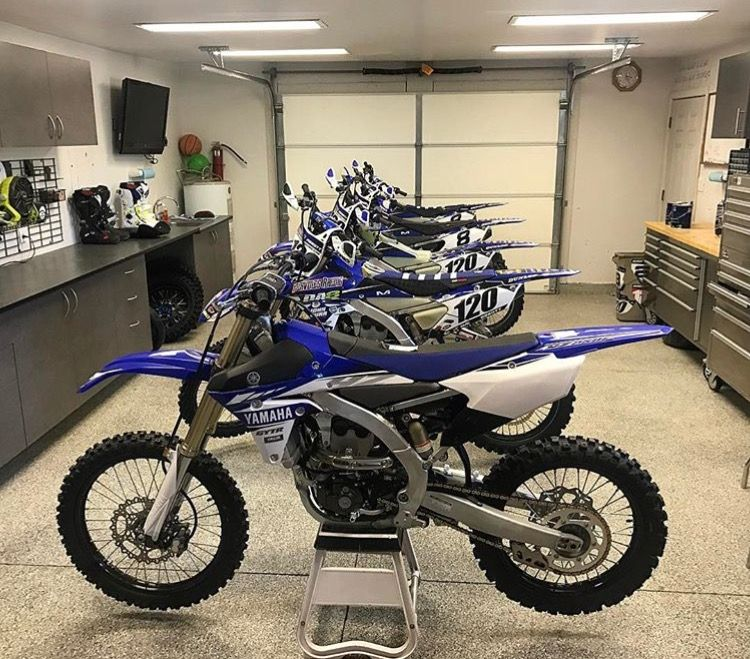 Pin By Tylr Chatham On Dirtbikes Dirt Bike Shop Motorcycle Garage Motorcross