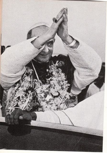 Antipope Paul VI praying to Hindu demons, December 1964, in Bombay, India