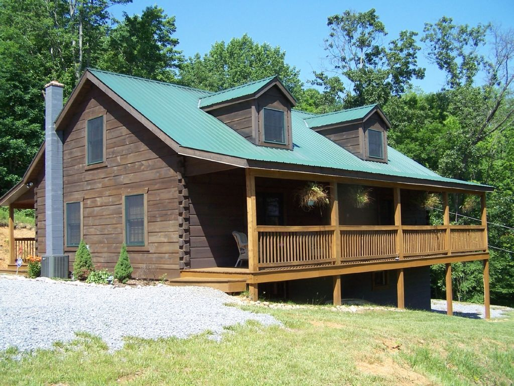 Hilltop Log Cabin Vacation Cabin Rental Nestled In The Beautiful