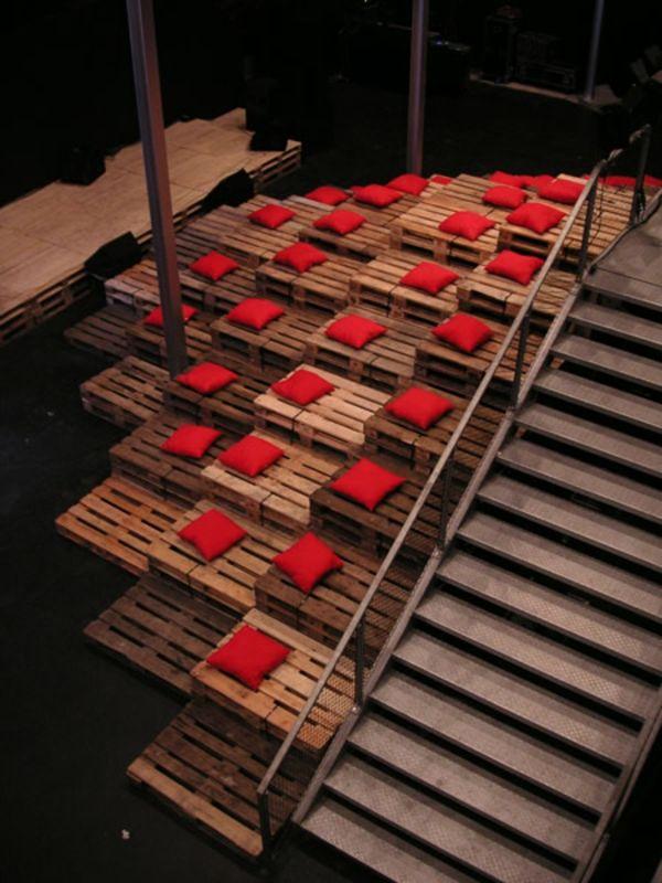 60 DIY Möbel Aus Europaletten U2013 Erstaunliche Bastelideen Für Sie   Möbel  Aus Europaletten Rot Deko
