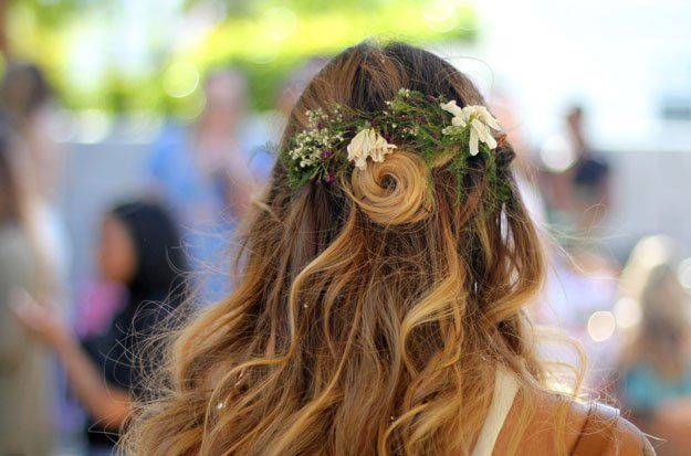 Festival-Inspired Bridal Hairstyles | Best Hair & Makeup from Coachella Weekend 1, check it out at http://makeuptutorials.com/beauty-coachella-weekend-1/